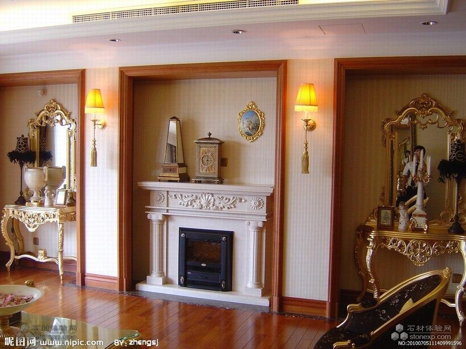 客厅的大理石壁炉