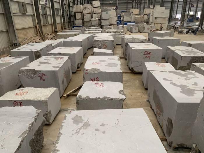 2000吨塞浦路斯灰荒料