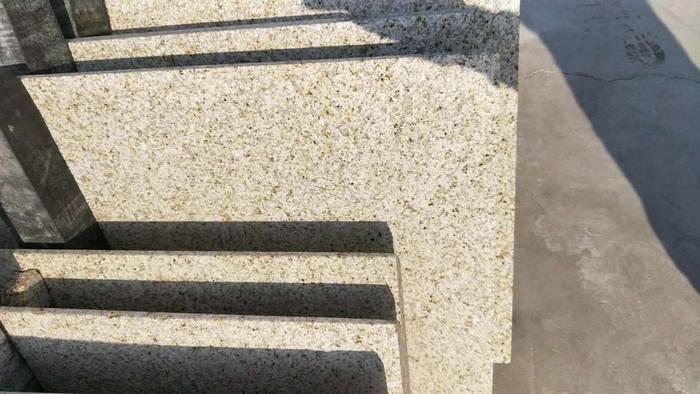 山东黄锈石批发。18016536288
