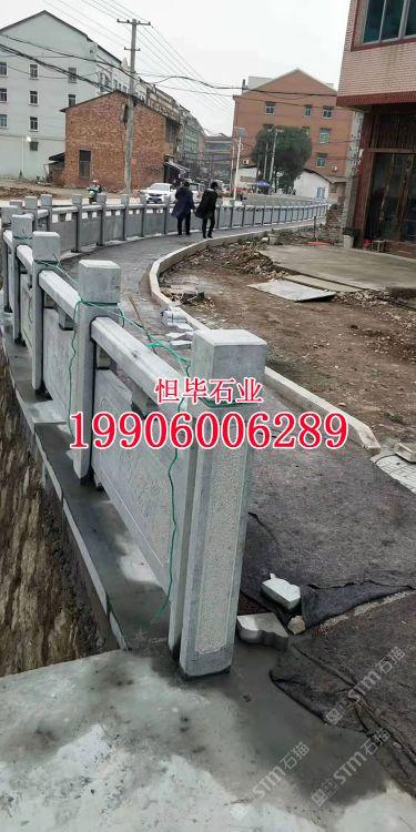 芝麻黑石栏杆厂家青石栏杆定制加工雕刻精美石护栏