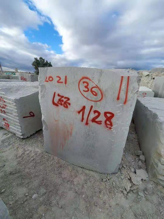 【鑫建石业】矿山新点布拉格灰荒料即将到达,量大从优