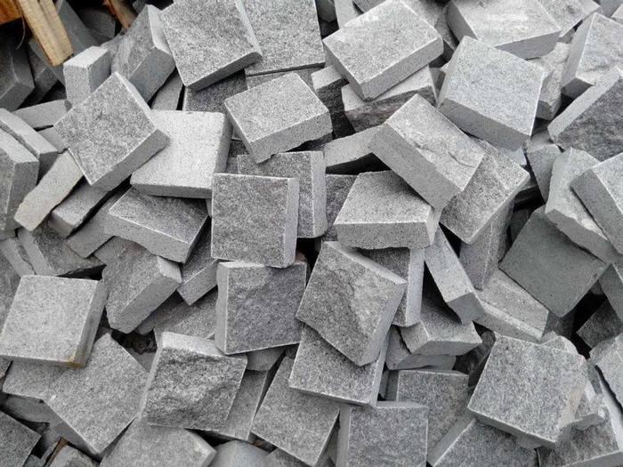 G654芝麻黑芝麻灰小方块马蹄石弹石花岗岩石材厂家
