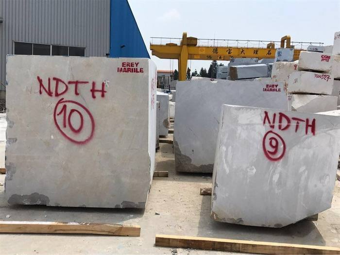 福建一洲石业新到1500吨古堡灰