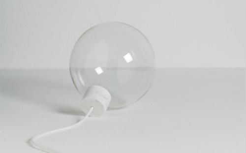融入哲學思維的大理石燈泡設計