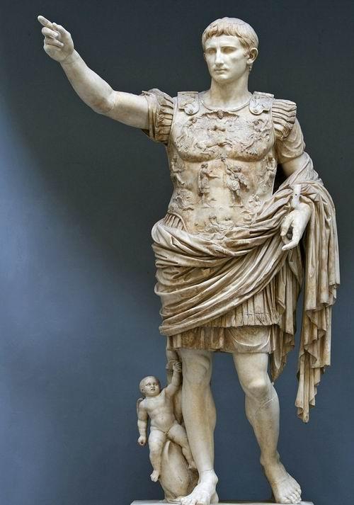 关于政治宣传的大理石雕像