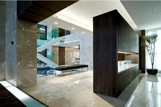玻璃和大理石的镜面别墅空间
