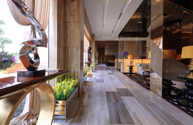 木纹大理石打造流畅的直线空间
