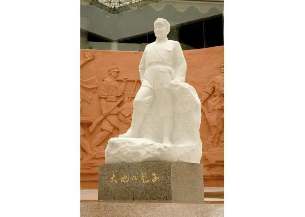 邓小平石像_邓小平雕像(图片)