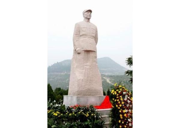 邓小平雕刻像_邓小平雕像(图片)