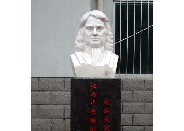 牛頓石像_牛頓雕塑(圖片) 牛頓石像_牛頓雕塑(圖片)圖片